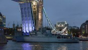 HMS Middleton passes Wapping and Tower Bridge – photos